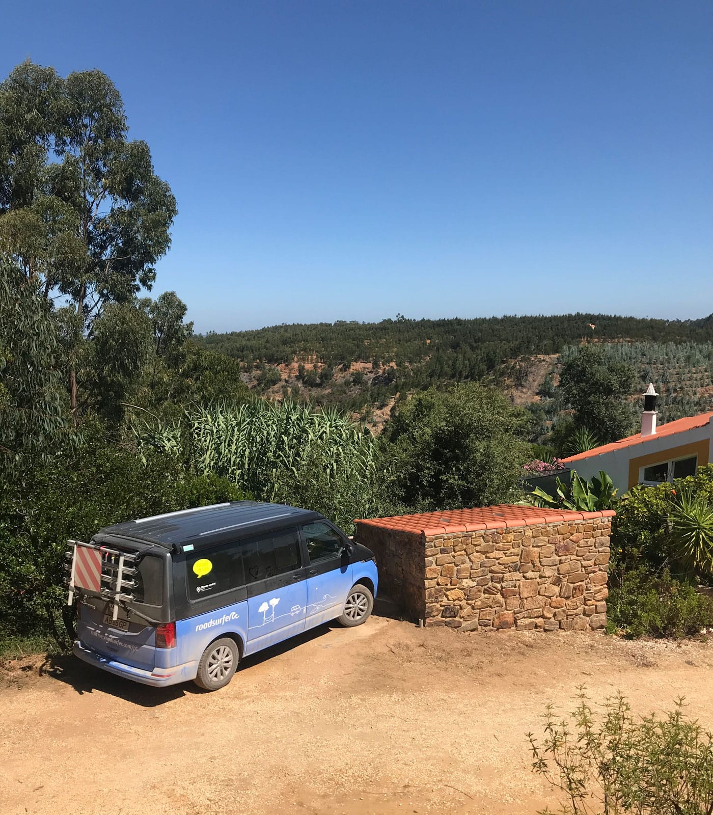 Stellplatz – Campingtour mit Bulli von roadsurfer durch Portugal // HIMBEER