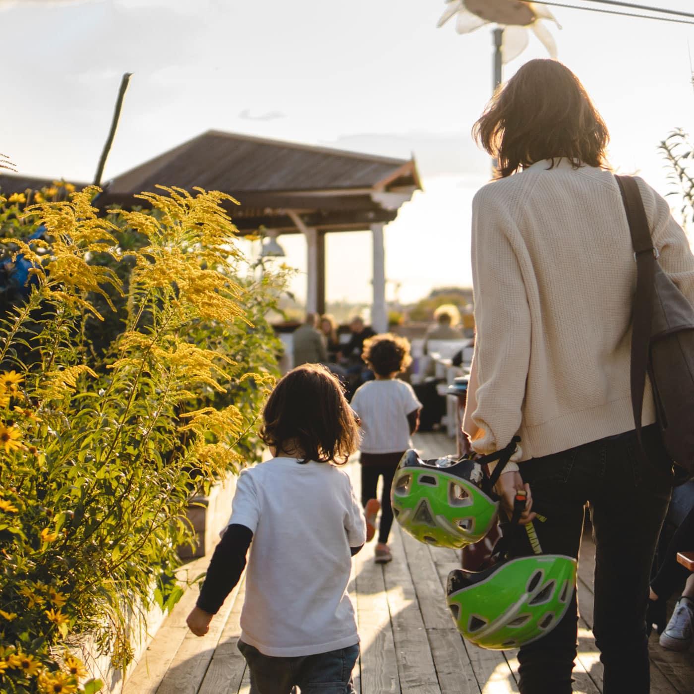 Gartentage mit Kindern: Klunkerkranich – entspannte Orte mit Kindern in Berlin // HIMBEER