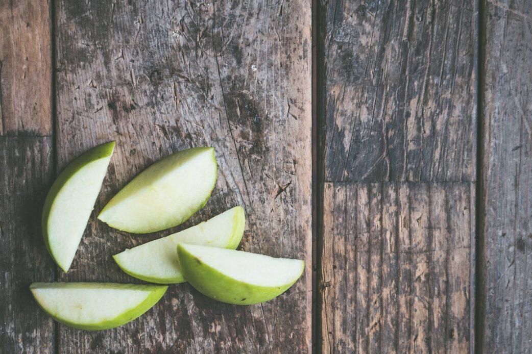 Apfelspalten für die Smoothie-Bowl // HIMBEER