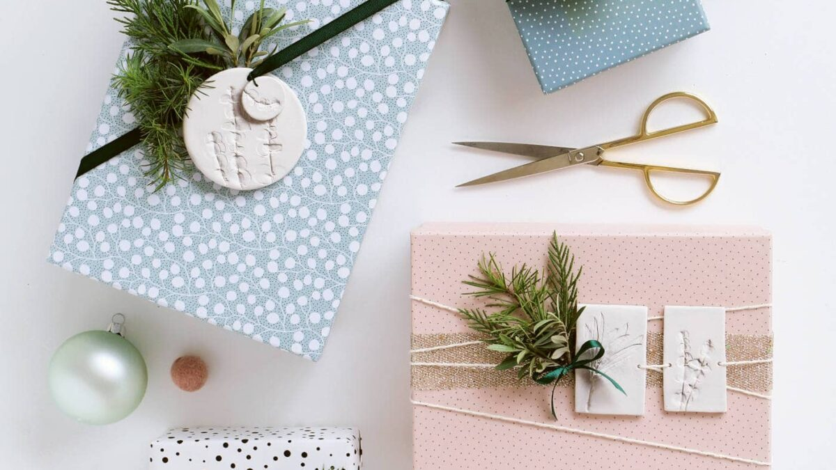 Geschenkanhänger für die Weihnachtsgeschenke basteln // HIMBEER
