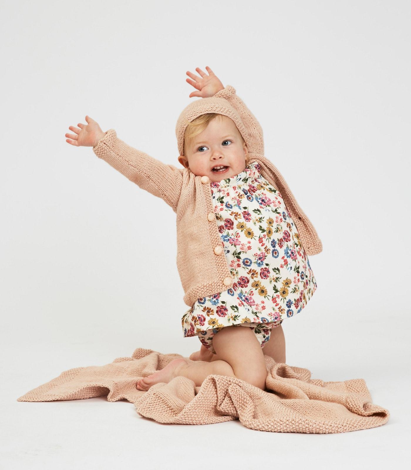 Durchhalten und Schönes schaffen: Babyoutfit mit Babydecke, Babymütze und Babyjacke in einem Look stricken // HIMBEER
