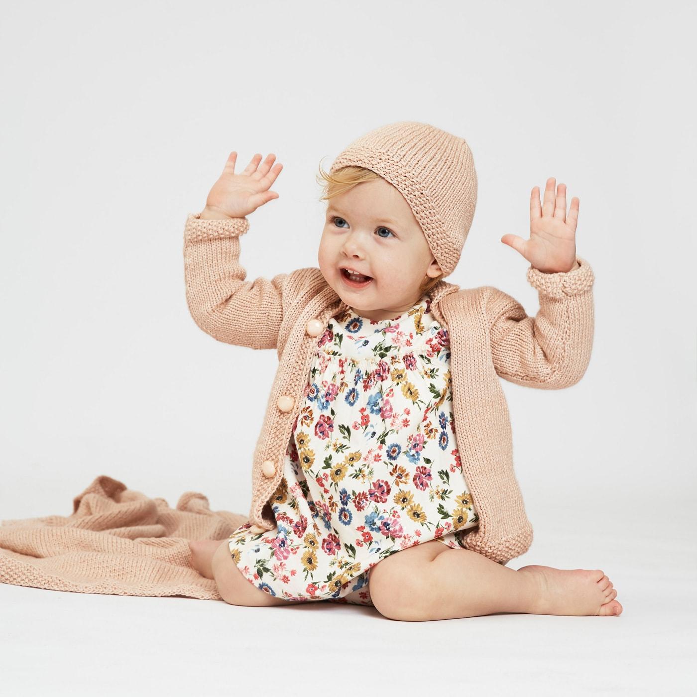 Babyoutfit mit Babydecke, Babymütze und Babyjacke in einem Look stricken // HIMBEER