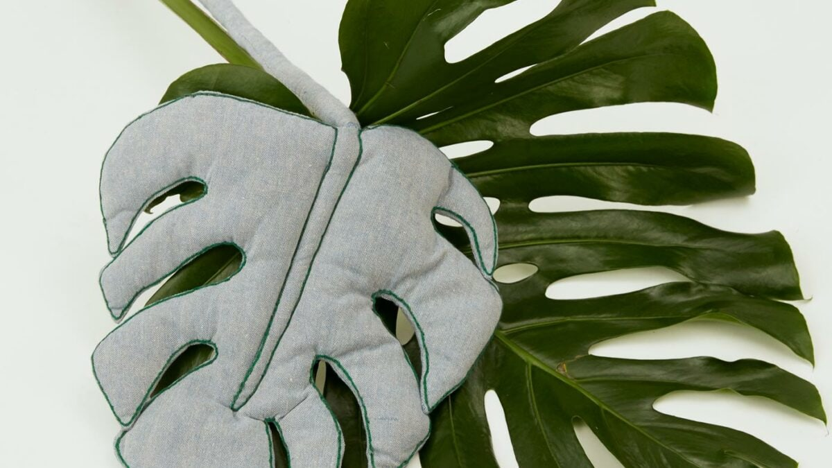 Schöne Kinderzimmerdeko zum Selbermachen: Stoff-Monstera // HIMBEER