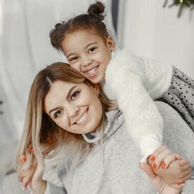 Tipps für Familien im Lockdown: Zu Hause einkuscheln und für gute Laune sorgen // HIMBEER