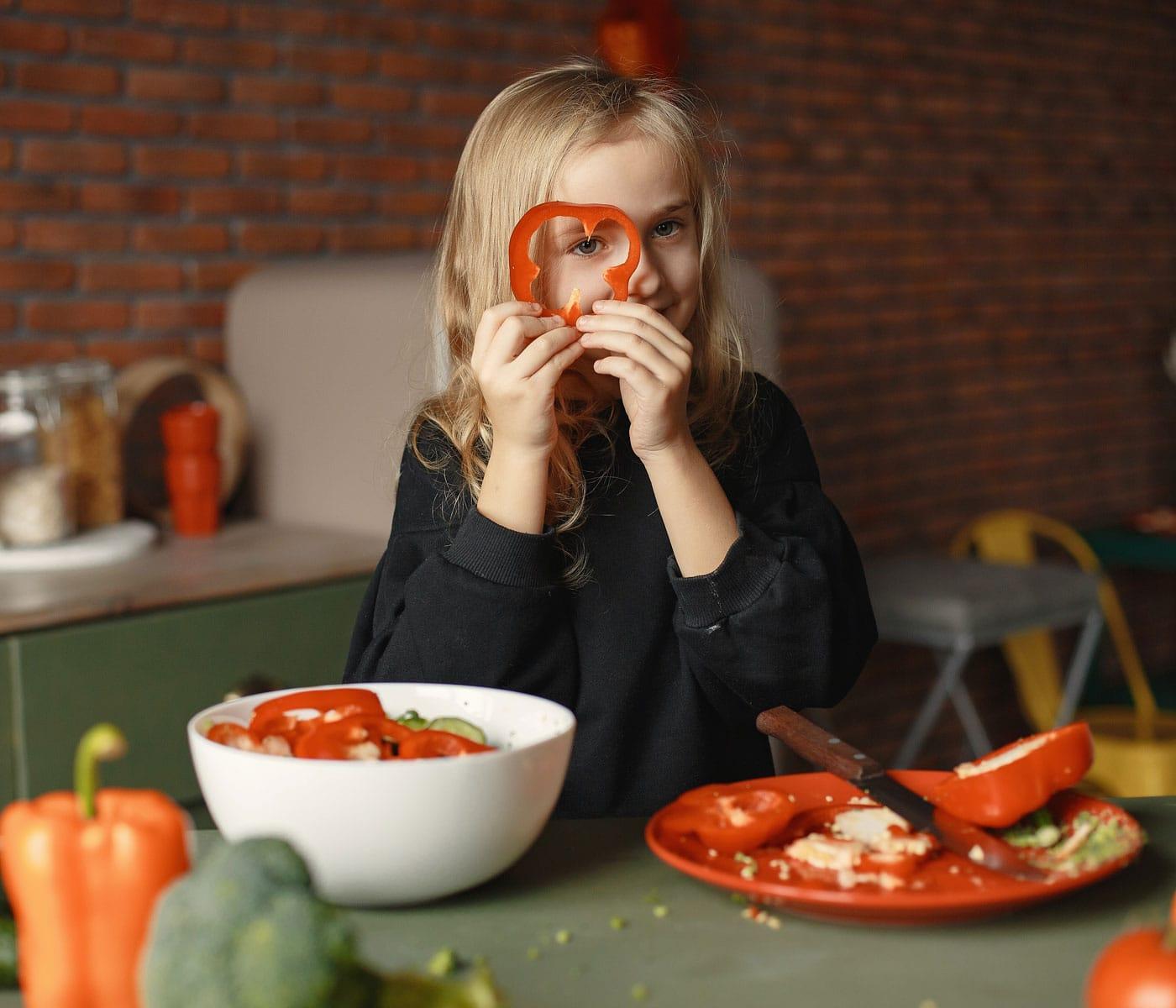 Vegetarische Kost für Kinder und Teenager: Rohkost // HIMBEER