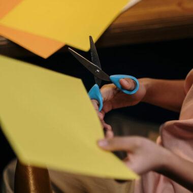 Kreativbox für Kinder – Basteln mit Kindern // HIMBEER