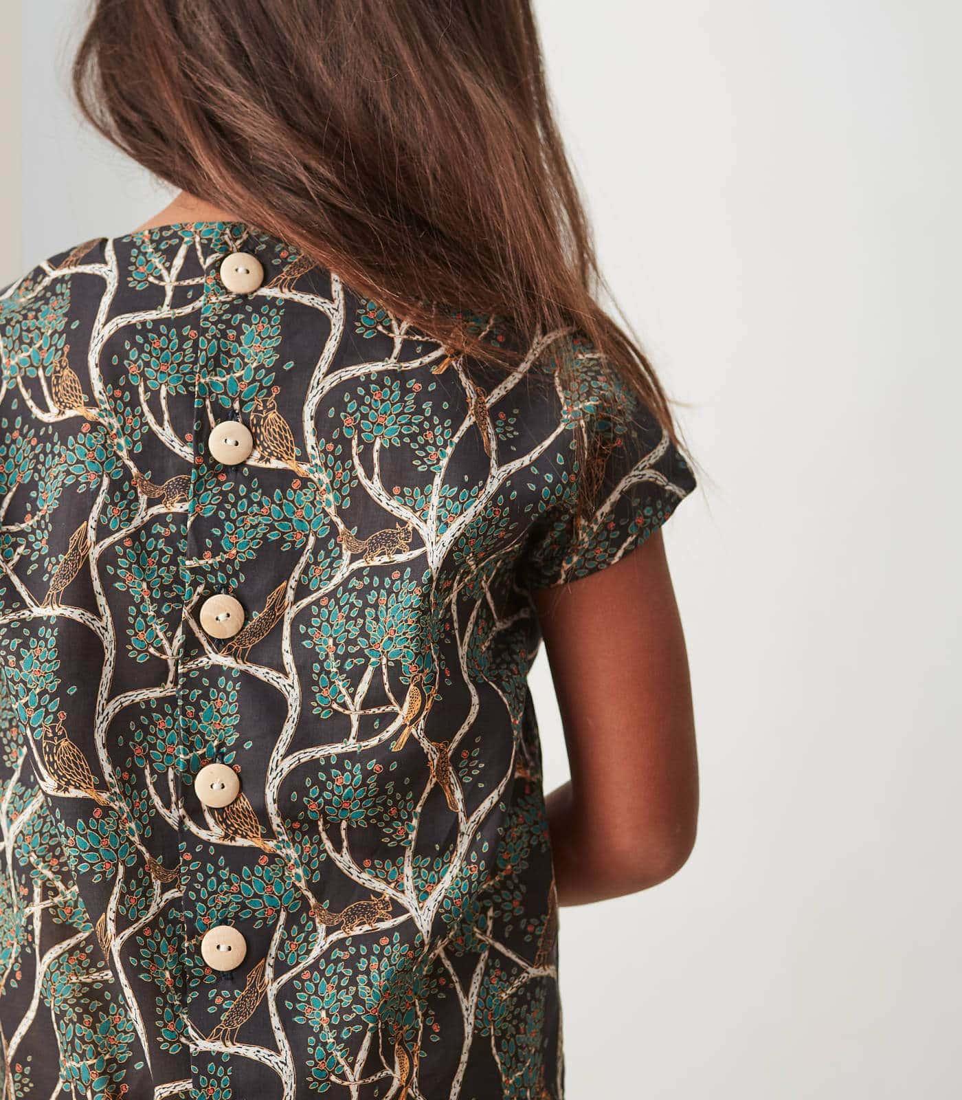 DIY: Nachhaltige Kindermode – luftiges Shirt mit Knopfleiste für Kinder selber nähen // HIMBEER