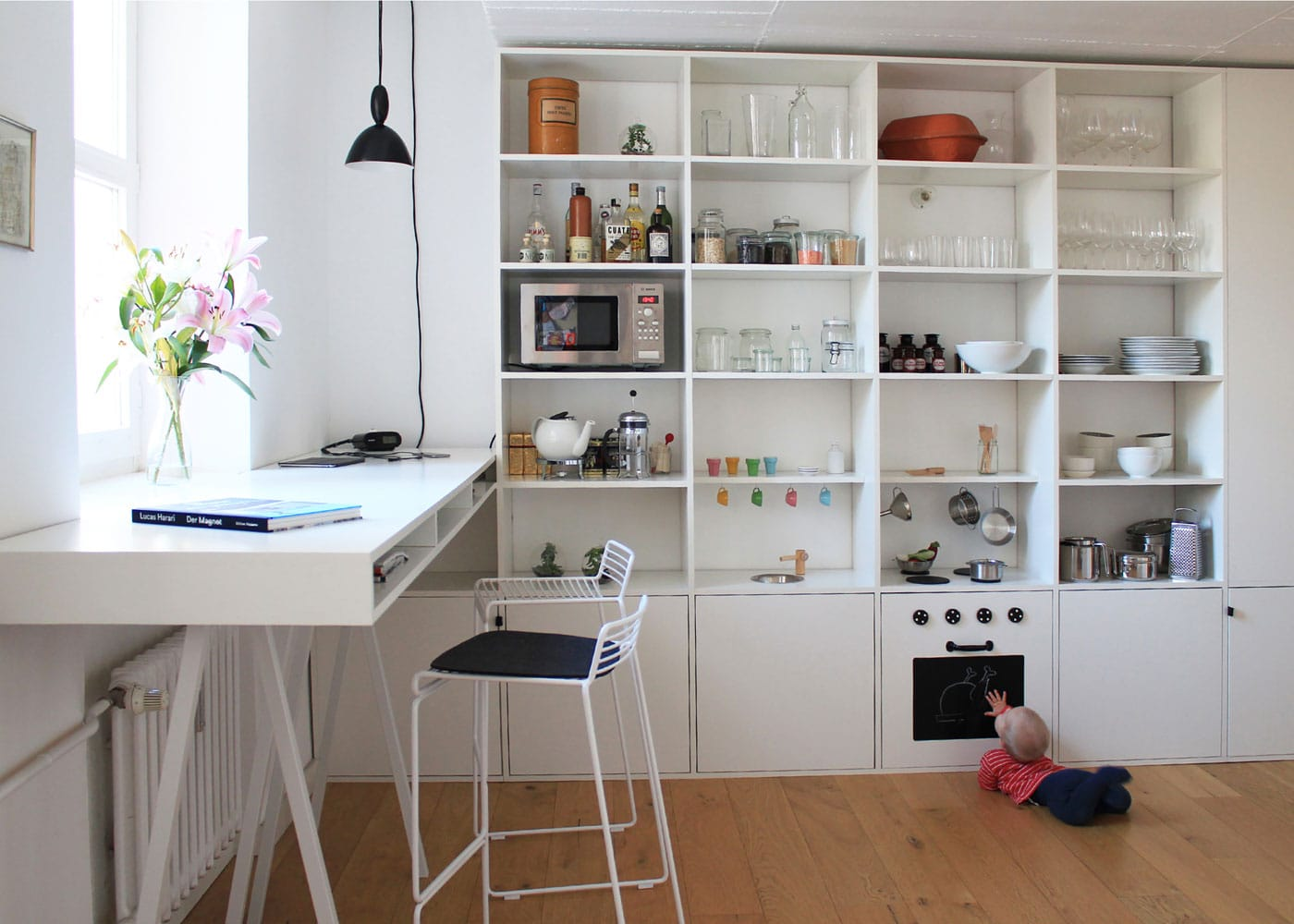 Raumkonzepter für Familien: Platz in der Küche für Kinder // HIMBEER