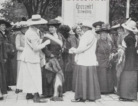 Frauentag im DHH Berlin: Teilnehmerinnen des Frauenstimmrechtskongresses // HIMBEER