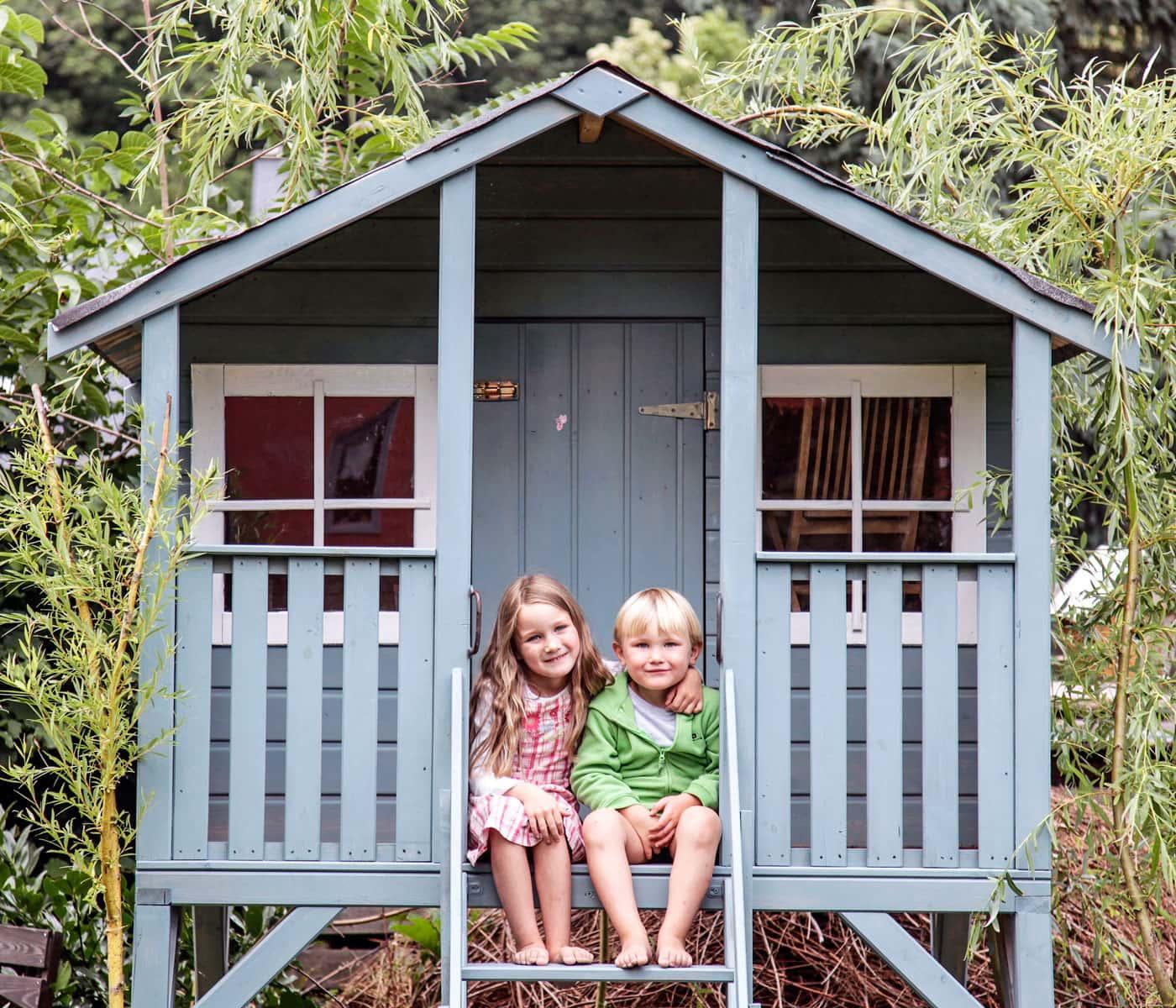 Ökologische Farben für drinnen und draußen: Kinder-Gartenspielhaus mit Holzlasur // HIMBEER