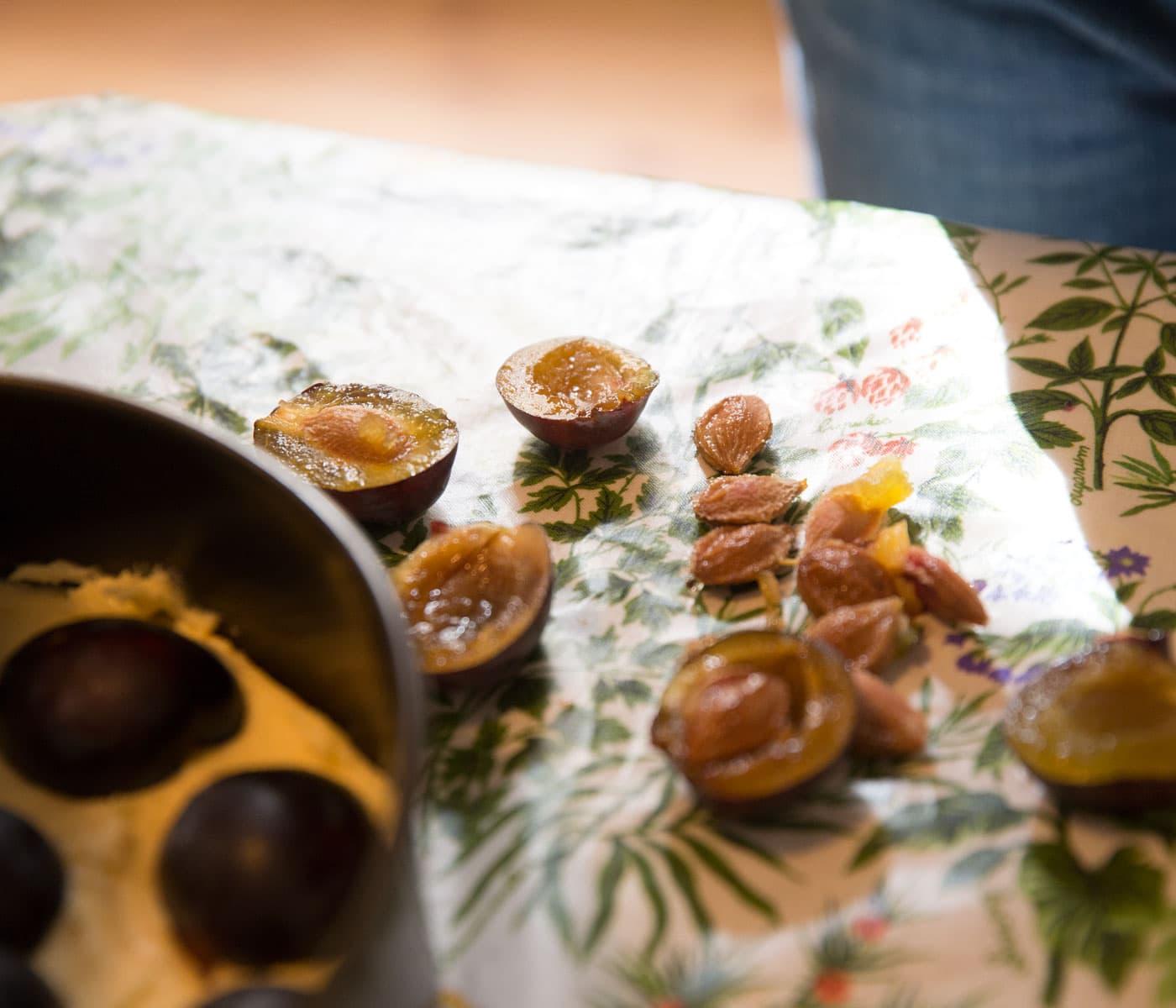 Saisonal einkaufen, backen und kochen: Zwetschgenkuchen // HIMBEER