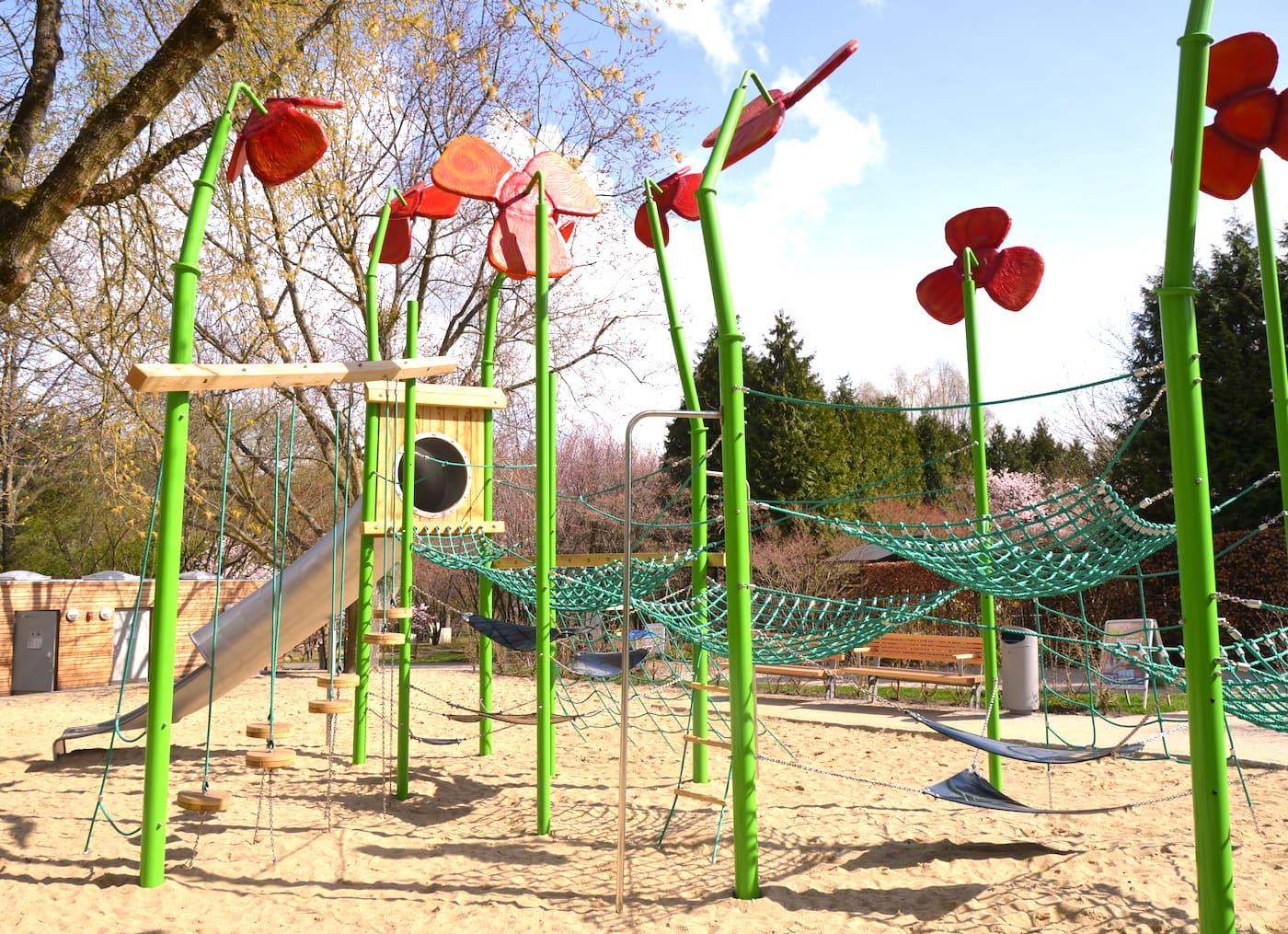 Neuer Spielplatz in den Gärten der Welt für Familien mit Kindern in Berlin // HIMBEER