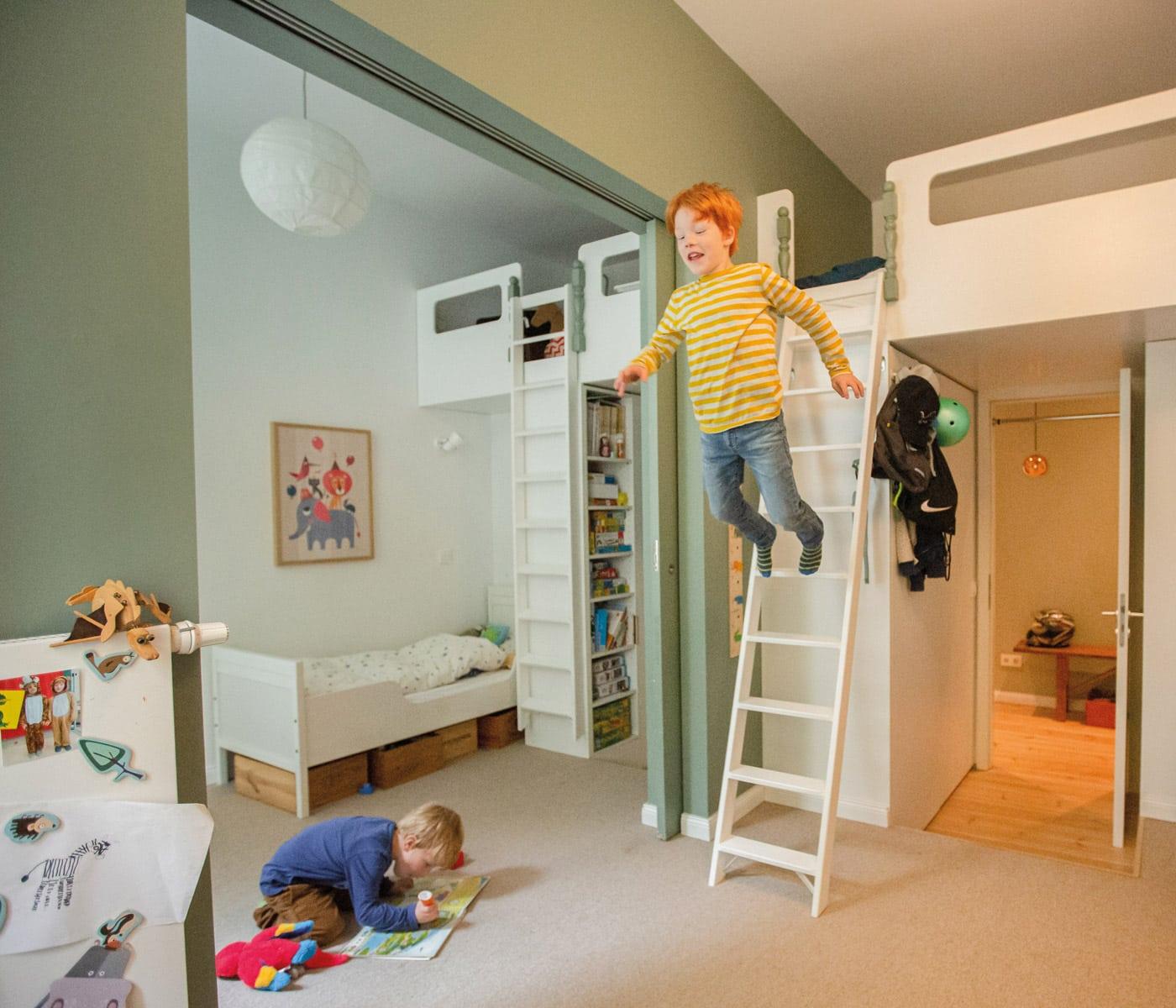 Umbau der Familienwohnung: Einbauten im Kinderzimmer // HIMBEER