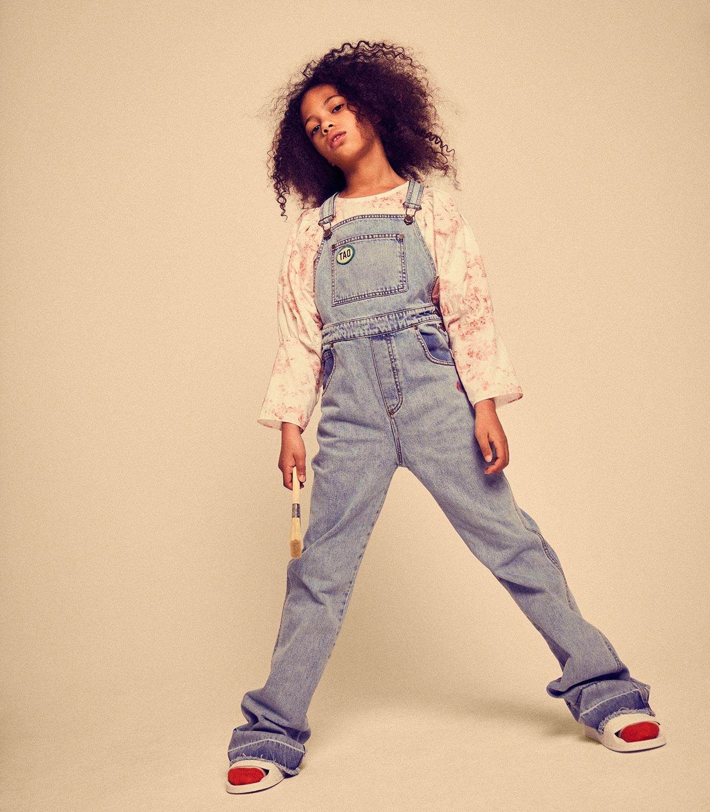 Mode für Kinder im Sommer 2021: Jeans-Latzhose // HIMBEER
