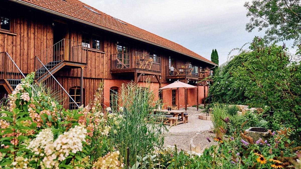 Urlaub mit Kindern in Deutschland: ROSSO – Renovierter alter Bauernhof mit Ferienwohnungen im Allgäu // HIMBEER