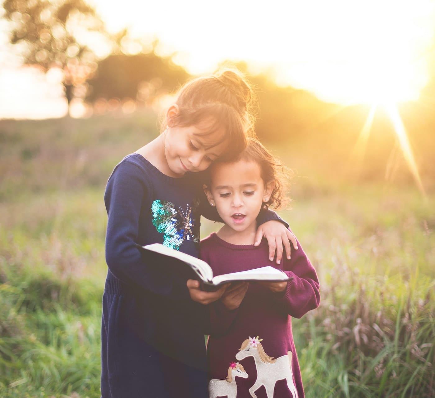 Outdoor-Lesung für Kinder in der Buchhandlung Pankebuch // HIMBEER
