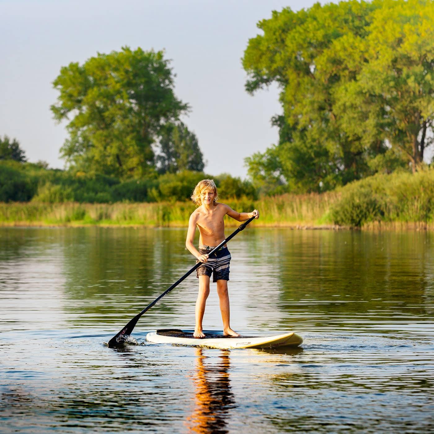 Familienurlaub an der Mecklenburgischen Seenplatte: Stand Up Paddling // HIMBEER