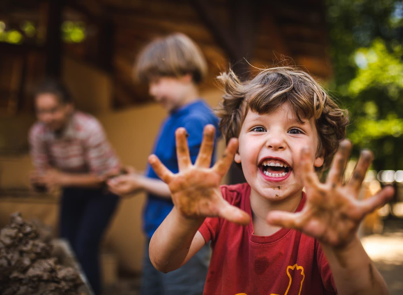 Matschspaß für Kinder im Britzer Garten // HIMBEER