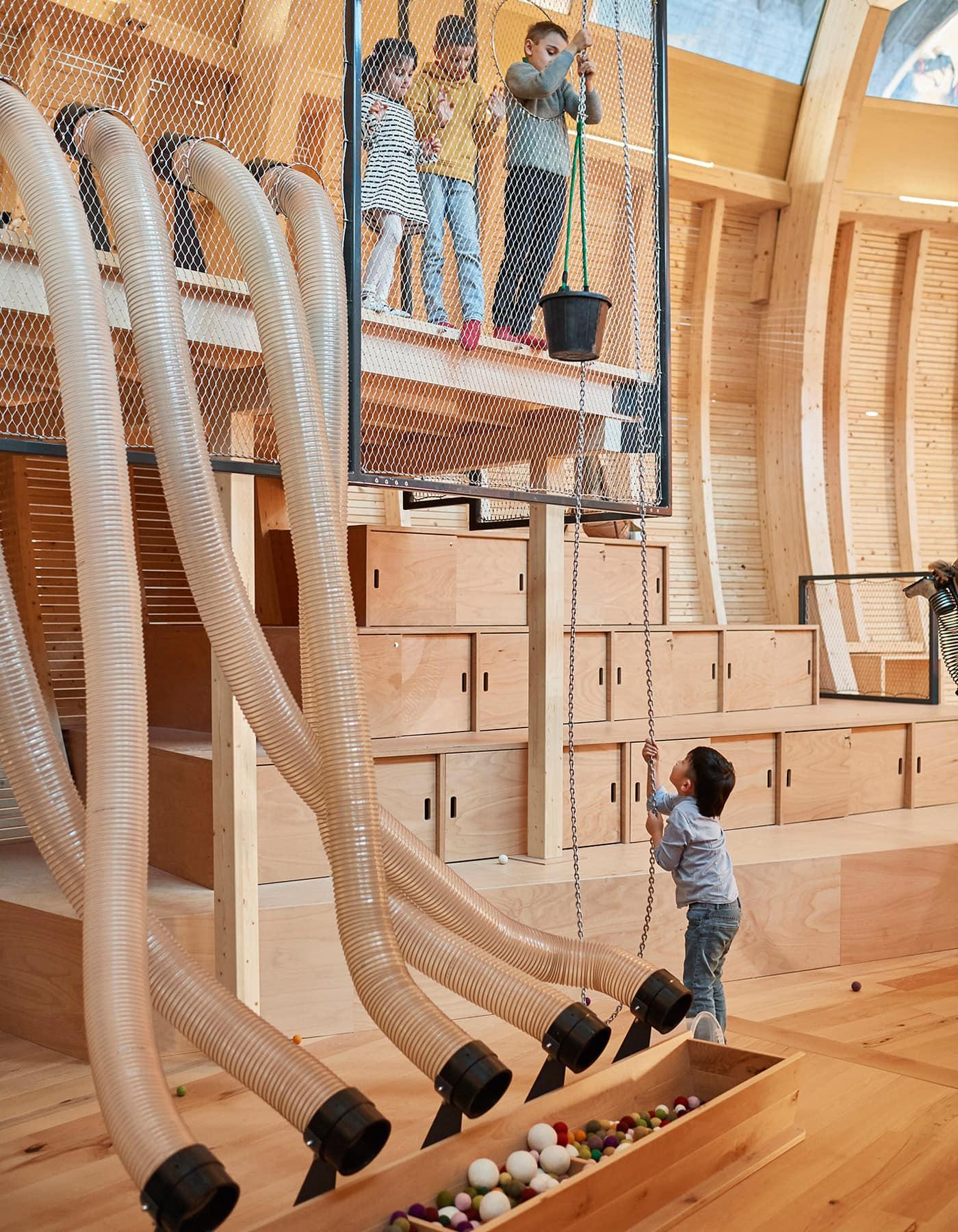 Spielstationen für Kinder im ANOHA – Kinderwelt des Jüdischen Museums Berlin // HIMBEER