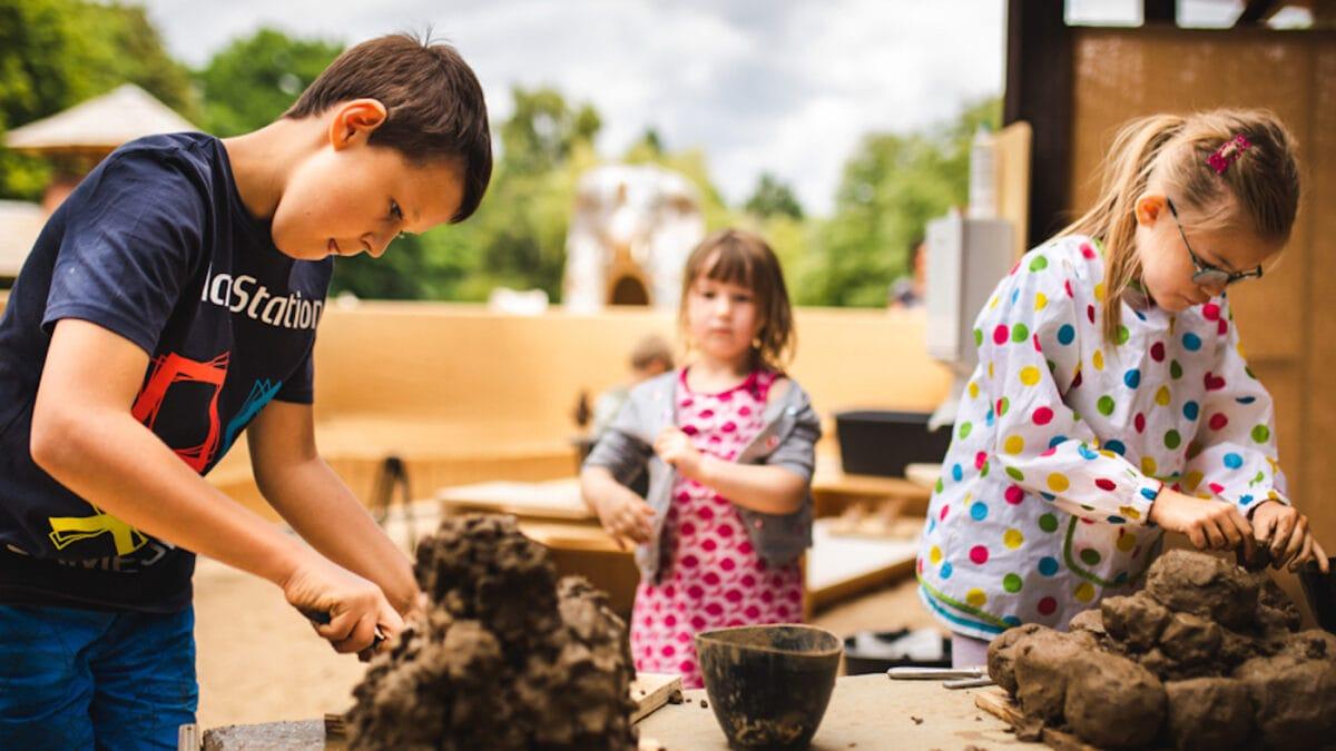 Ferienspaß im Lehmdorf im Britzer GArten für Kinder in Berlin // HIMBEER