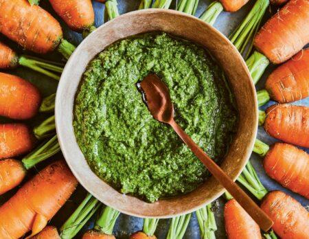 Möhrengrün-Pesto aus Einfach nachhaltig kochen // HIMBEER