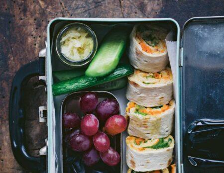 Sandwichrolle mit Erdnuss-Hummus // HIMBEER