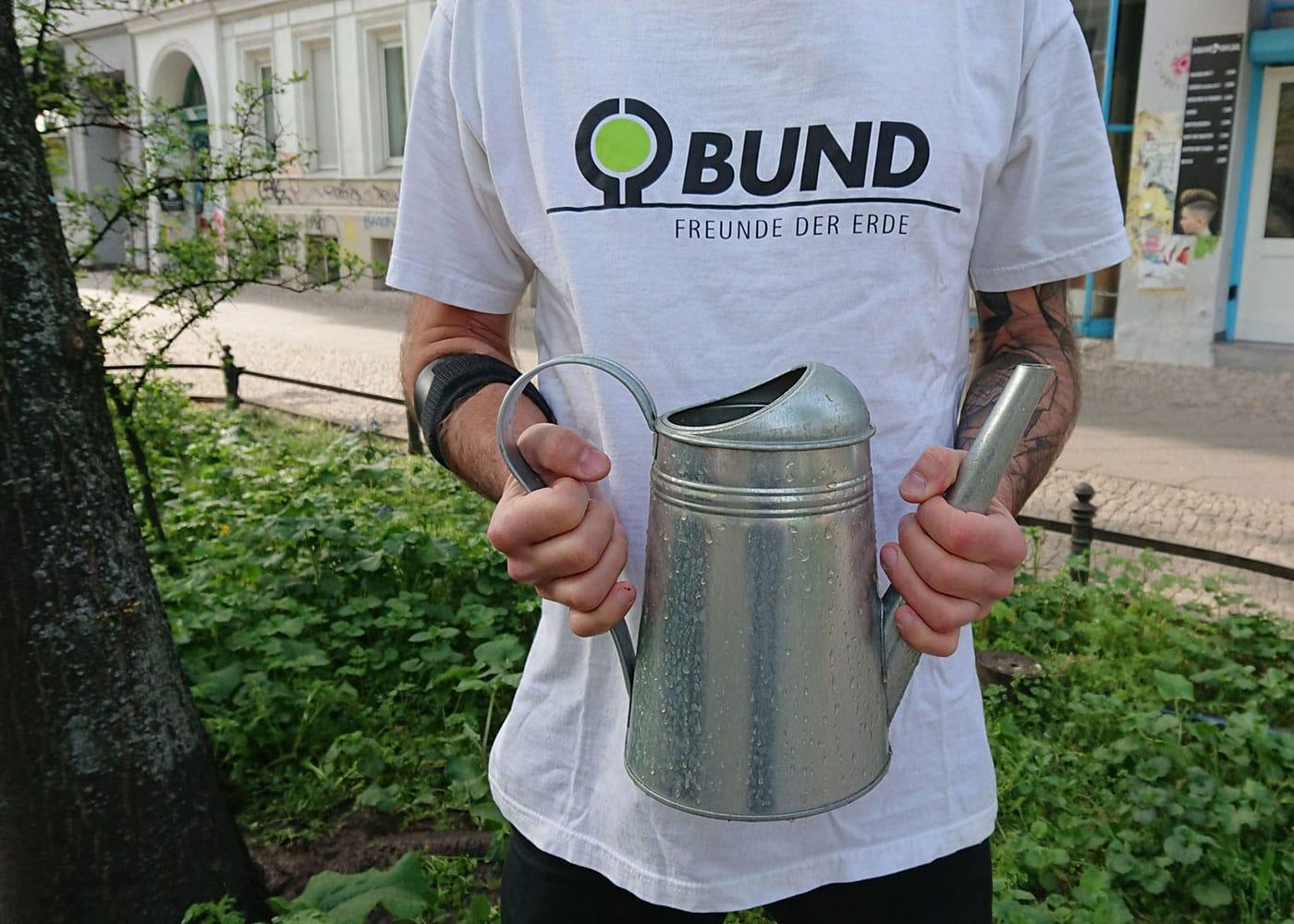 Straßenbäume gießen in Berlin – BUND-Aktion // HIMBEER