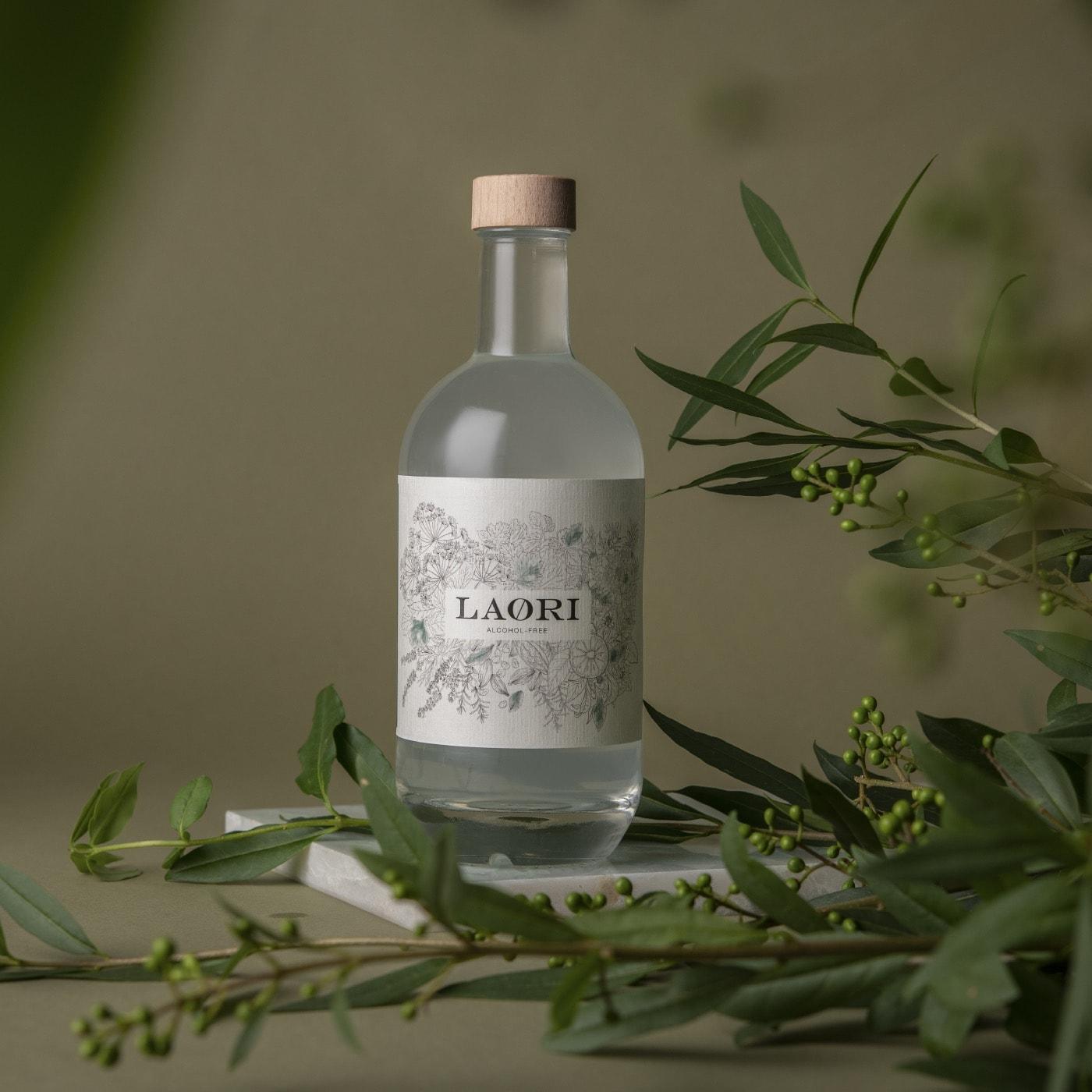 Schönes Geschenk: Alkoholfreier Gin, in Designflasche // HIMBEER